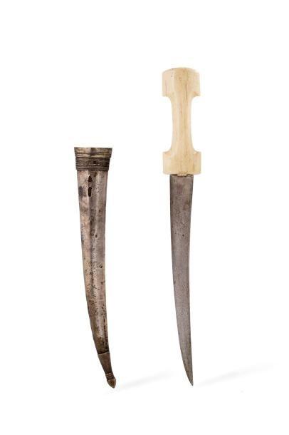 Khanjar  à poignée en ivoire marin, à lame...