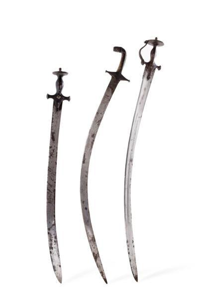 Deux Talwar Sabres indiens  à poignée en...