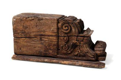 Large Corbeau Mudejar  en bois finement sculpté...