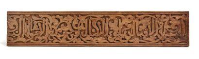 Linteau d'Afrique du Nord  en bois sculpté...