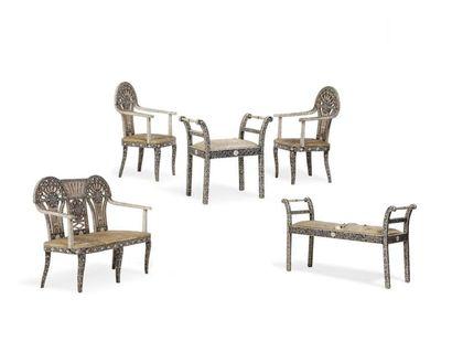Salon Indien vers 1900  composé de deux fauteuils,...
