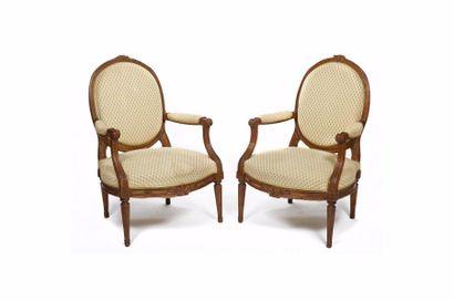 Paire de fauteuils à dossier à la Reine en...