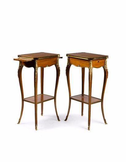 Paire de tables de salon en placage de bois...