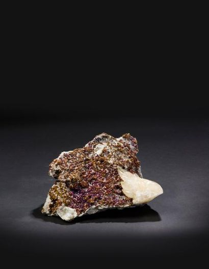 Magnifique association de Calcite et de Chalchopyrite