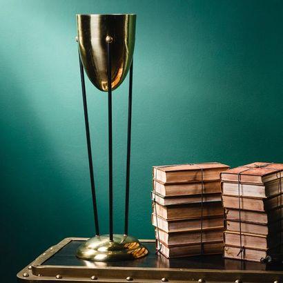 Lampe flambeau Lampe flambeau En laiton poli. Dimensions : 68 x 22 x 22 cm