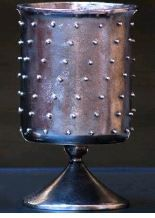 Calice à pics en aluminium avec une finition en métal poli à l'antique