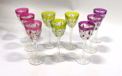 BACCARAT  Neuf verres modèle Lagny coloré, rose vert et violet  H : 20 cm
