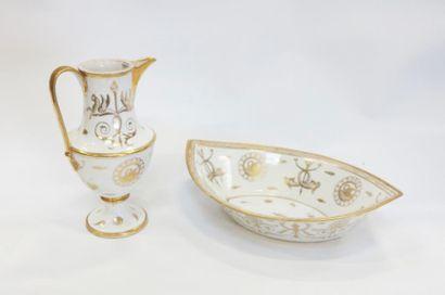 Broc et sa cuvette en porcelaine de Paris....