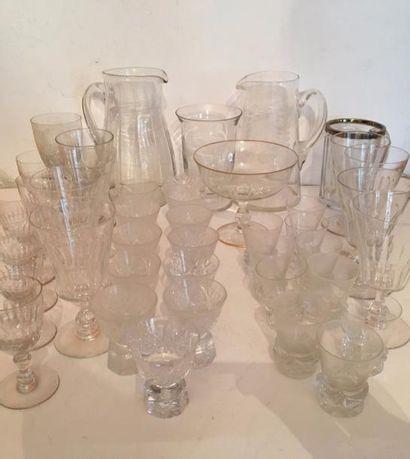 Lot de verres en cristal comprenant huit...