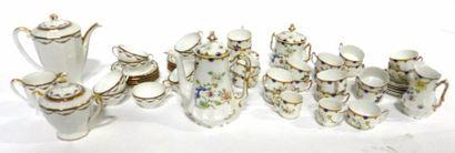LIMOGES  Beau service à café et thé en porcelaine à décor de branchages, bouquet...