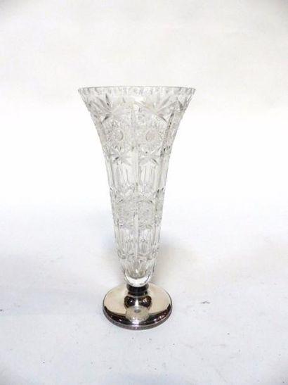 Vase conique en cristal taillé sur socle en argent  XIXe  40 x 18 cm