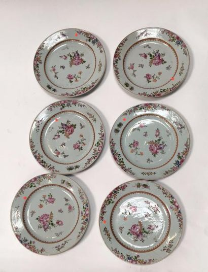 CHINE 8 assiettes de la famille rose On joint quatre assiettes Compagnie des Indes...