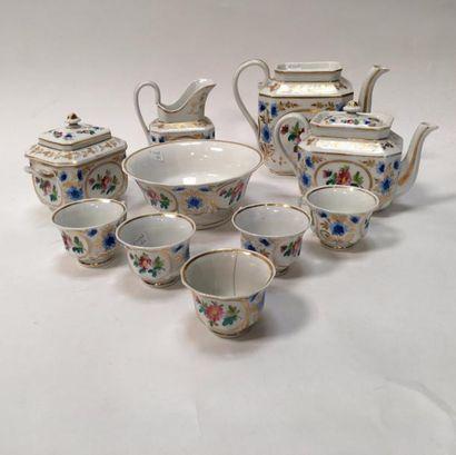 PARIS  Service à thé et à café comprenant une théière, une cafetière, un pot à lait,...