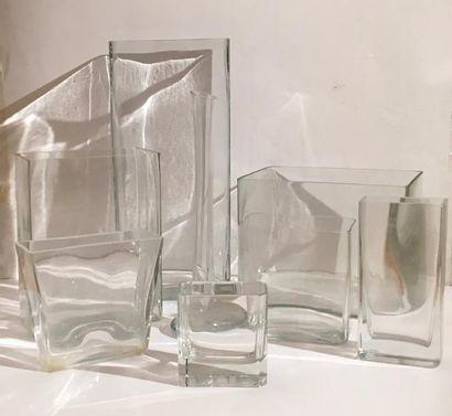Lot de 7 vases de forme rectangulaire en verre et un soliflore
