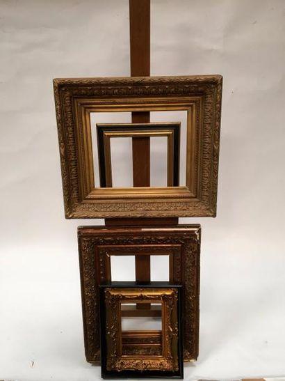 Deux cadres en bois et stuc doré à décor...