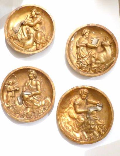 Ensemble de quatre médaillons en bois doré...