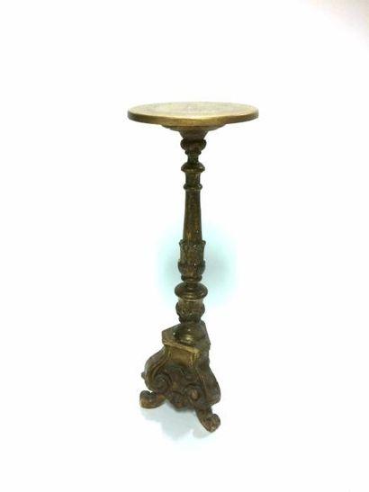 Bougeoir en bois sculpté et doré transformé en guéridon avec un plateau  H. 95 D.33...