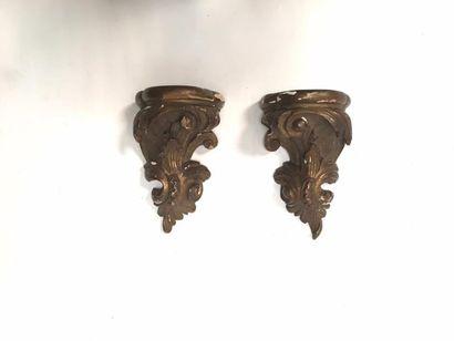 Petite paire d'appliques en bois sculpté de feuillages  H. 16,5 cm