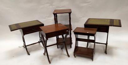 Lot comprenant :  -Deux tables de nuit ouvrant...