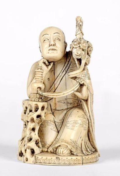 CHINE – Dynastie Qing, Epoque XIXe siècle    Sculpture en ivoire représentant un...