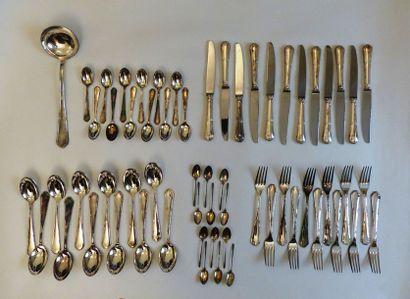 Ménagère en métal argenté comportant :  -...