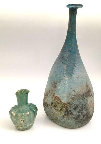 Vase couvert à panse côtelée et haut col...