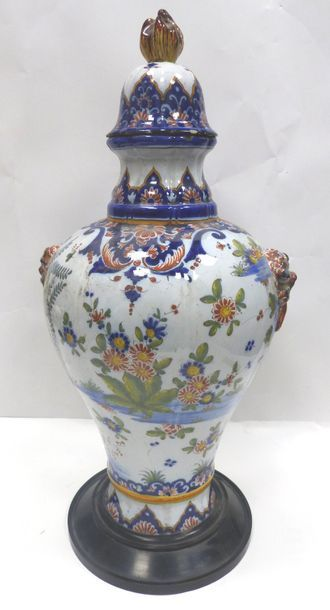 ROUEN.  Vase en faïence à décor de fleurs...