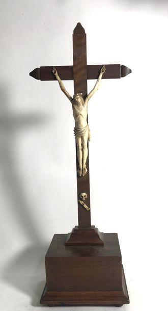 Crucifix, le Christ janséniste en croix  H....