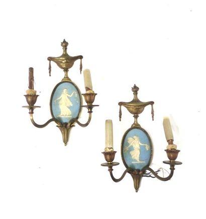 Paire d'appliques à deux lumières en bronze...