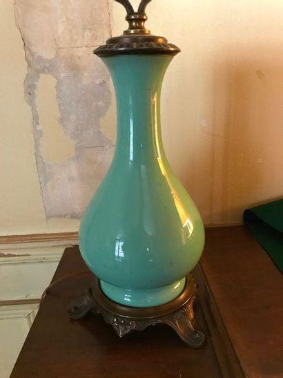 Paire de vases de forme balustre en fond céladon, monture en bronze doré style Rocaille...