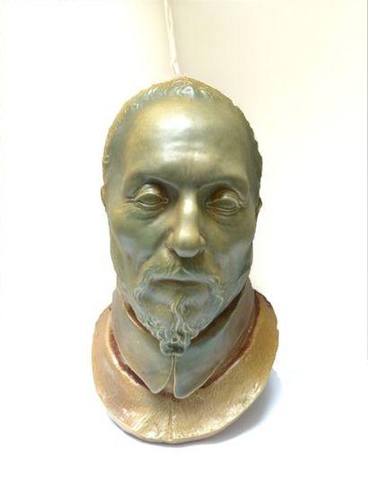 Attribué à Paul JEANNENEY (1861-1920)  Masque en céramique  33 x 18,5 cm