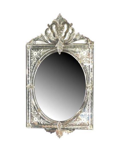 Miroir vénitien à décor de feuillage gravé...