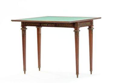 Table à jeu en bois de placage à dessus pliant...