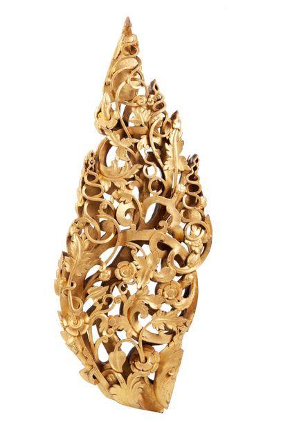 Elément décoratif en bois doré, sculpté et...