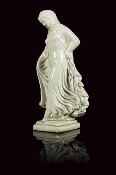 Théodore DECK (1823 - 1891)  Tanagra en faïence...