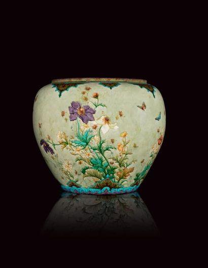Théodore DECK (1823 - 1891)  Exceptionnel cache pot ovoïde en faïence, à décor émaillé...