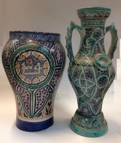 Maroc, 20e siècle  Deux grands vases en céramique...