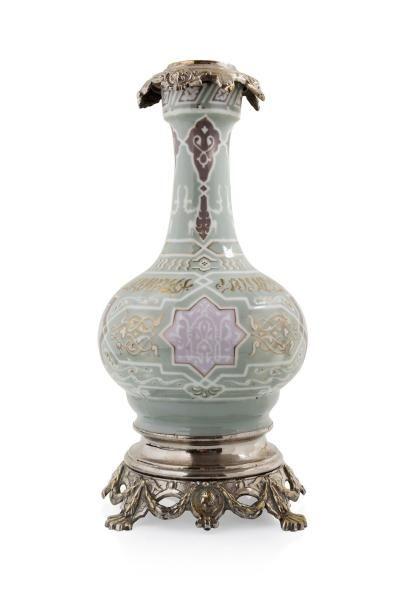 Vase de style mauresque  en céramique à décor...