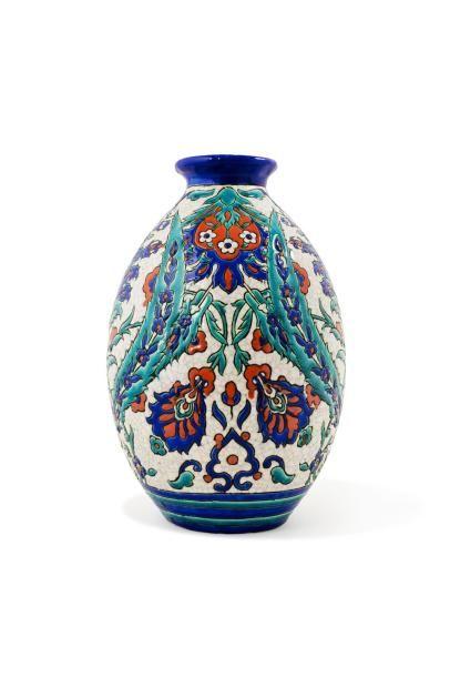 Royal Boch Keramis, vers 1920  Vase à panse...