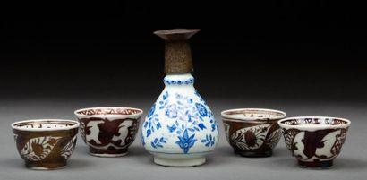 Iran, 20e siècle.  Ensemble de céramique...
