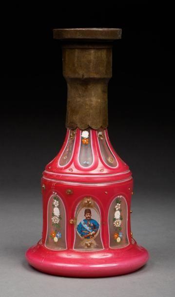 Iran, vers 1920  Vase de Narghilé en verre...