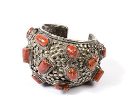 Tibet ou Népal, vers 1930  Bracelet serti...