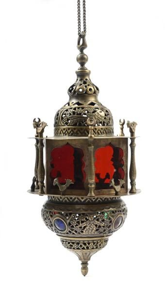 Iran, début du XXe siècle.  Lampe de mosquée  en cuivre ajouré, gravé et ciselé,...