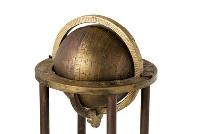 Inde ou Iran, XXe siècle.  Globe céleste en bronze,  Sphère moulée, gravée, signalant...