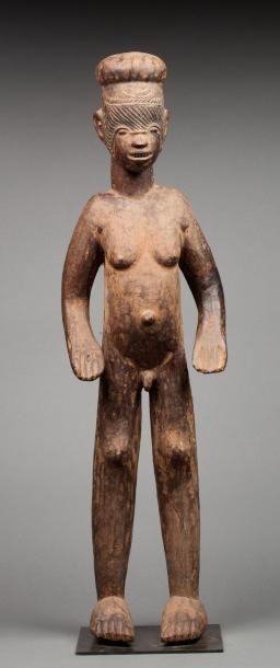 Statue présentant un ancêtre masculin nu...