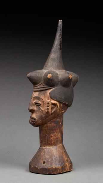 Cimier de cérémonie guerrière sculpté avec...