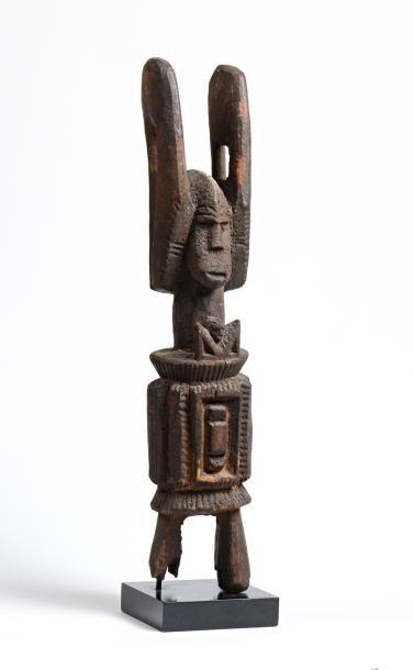 Ikenga en bois à patine crouteuse, très ancienne...