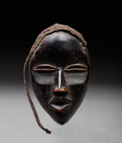 Masque passeport présentant un visage féminin...