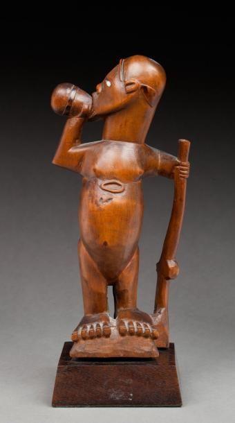 Statuette présentant un chasseur aux pieds...