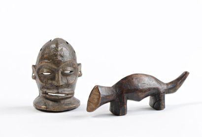 Ensemble d'un animal votif Lega et un masque...